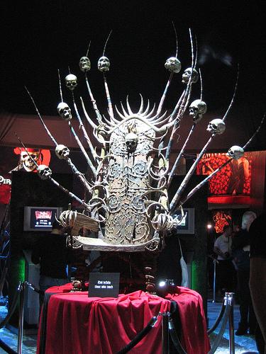 Skull Throne Chair Fur...