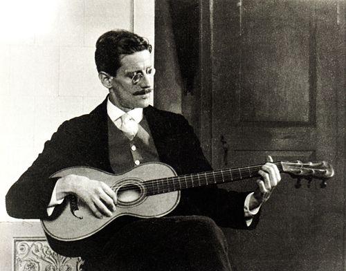 James Joyce [Escritor] James-Joyce-with-guitar