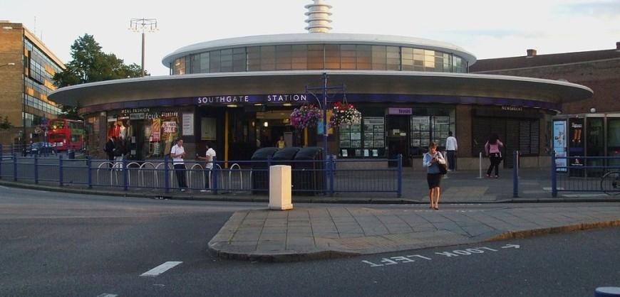 1024px-Southgate_station_building2