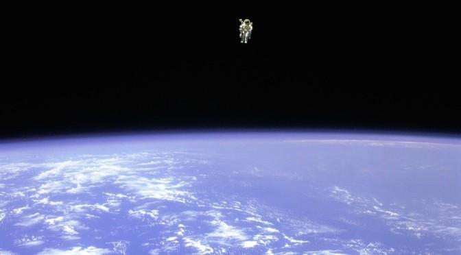 astronaut_space_walk_1000px-672x372